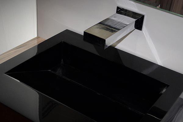 Cubik Black. Grifo y Lavamanos